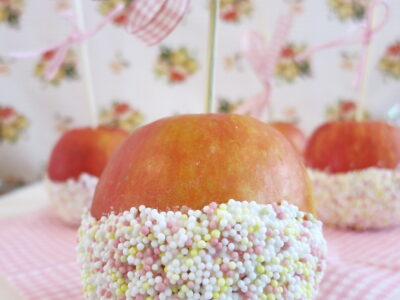 Äpfel am Stiel
